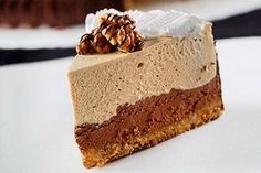 Δίχρωμη τούρτα με μους σοκολάτας και κρέμα καφέ