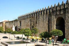 Córdoba retratada en 15 instantáneas, una ciudad para el mes de mayo Mayo, Portugal, Islam, Mansions, World, House Styles, Cordoba Spain, Wonderful Places, Arches