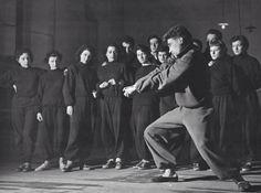 Aula de movimento, por Jacques Lecoq, no Picolo Teatro di Milano (1947)