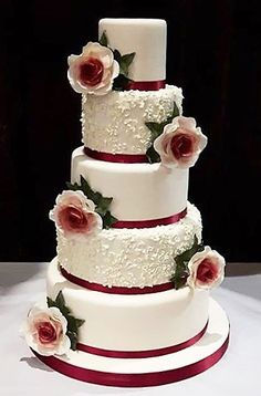 Rose and ivy wedding cake