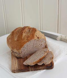 Vidunderlig valnøttbrød - My Little Kitchen Little Kitchen, Food And Drink, Scones, Bread, Baking, Kitchen Small, Patisserie, Brot, Backen