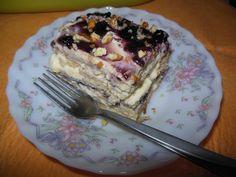 Щъркелово гнездо: Бисквитена торта с маскарпоне и боровинки