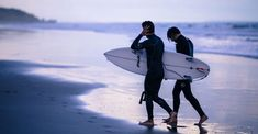 The Searching Hurt You Hardly Hear About: Surfer's Ear Sport Chic, Skate, Karen Blixen, Diving Wetsuits, Surfing Tips, Pismo Beach, Outdoor Workouts, Rash Guard, Hd Photos