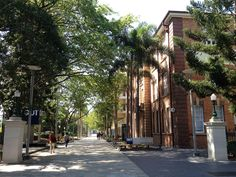 Entrada para a Universidade de Tecnologia de Queensland, campus Gardens Point em Brisbane, estado de Queensland, Austrália.  Fotografia: Kgbo.