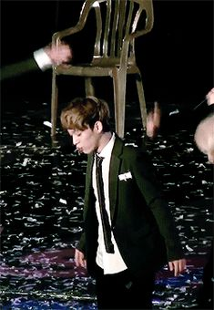Chen almost eating the confetti. #jongdae