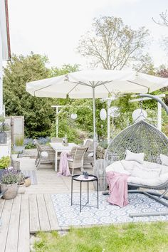 Snowball Leaf Beetle or Snowball News Outdoor Garden Furniture, Patio Furniture Sets, Diy Garden Decor, Outdoor Decor, Shade Umbrellas, Patio Umbrellas, Outdoor Spaces, Outdoor Living, Garden Boxes