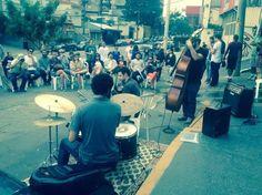 Vai estar em São Paulo neste domingo, dia 24,  e ainda não tem nada programado para fazer? O galpão multicultural Armazém da Cidade, na Vila Madalena, próximo ao Beco do Batman, vai receber à tarde um show gratuito de jazz ao ar livre do Moari.