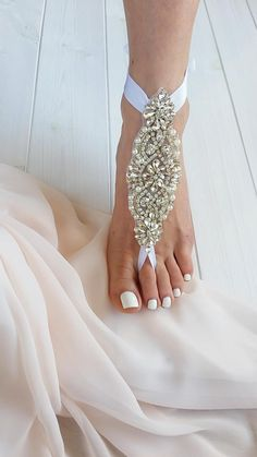Every girl loves to sparkle - from her head to her toes. These barely-there crystal beach sandals are the ultimate accessory that simply glisten in the sun. Such beautiful jewelry for your feet, these sparkly showstoppers are ideal for a bride's outdoor or destination beach wedding, a lovely gift for your bridesmaids or a special surprise at the bridal shower. You can also pair them with high heels, flip-flops, and flats for an eye-catching style that will garner a lot of welcome stares. Wedding Sandals For Bride, Barefoot Sandals Wedding, Beach Wedding Shoes, Bride Shoes, Boho Wedding, Wedding High Heels, Barefoot Beach, Cake Wedding, Wedding White