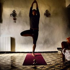 In Paris and I've already missed my Provence. I still have a couple of photos, so here is one of them. #vrlsasana trying to keep my hips parallel to the ground and my knee in the right alignment.  #justlivebarefoot #barefootlife #barefootlifestyle #freedom #innerpeace #om #motherearth #freespirit #yogaeveryday #yogi #yoga #barefoot #provence #pertuis #saintmartindelabrasque #yogaeverydamnday #namaste #ॐ #dirtyyogafeet #barefootliving #yogafeet #hippies #mothernature #freeyourmind…