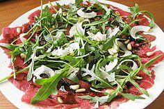 Rindercarpaccio mit Rucola und Parmesan