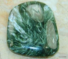 ∆ Seraphinite...Helps contact and communicate with angels. Beneficial for intuition and psychic awareness. Helpful for sending unconditional love. Aids one in their search for higher purpose and will. Physically, seraphinite is healing for nerves, brain cells, purification of the blood and organs and eliminating toxins, kidneys, liver.