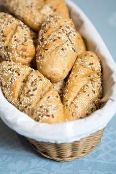 Bread Dough Recipe, Ring Cake, Piece Of Bread, Pretzel Bites, Bagel, Scones, Bread Recipes, Bbq, Food And Drink
