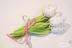 Jak uszyć tulipany? Tutorial (Wykrój do pobrania) Diy Flowers, Fabric Flowers, Flower Diy, Pin Up, Patches, Felt, Textiles, Christmas Ornaments, Sewing