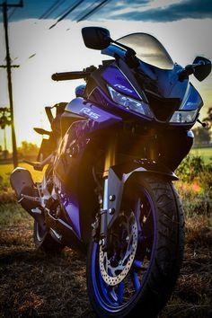 R15 Yamaha, Motos Yamaha, Yamaha Bikes, Yamaha Yzf R6, Female Motorcycle Riders, Motorcycle Bike, Biker Photography, Bmw Wallpapers, Bike Pic