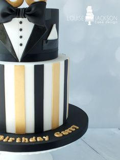 A two tier cake made for a young mans 'Great Gatsby' themed 30th birthday party! The tuxedo top tier was based on the design by the very talented Elina from Bake-a-boo cakes and the bottom tier was requested by my lovely customer :)