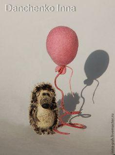 Игрушки животные, ручной работы. Ярмарка Мастеров - ручная работа Ёжик с розовым шариком. Handmade.