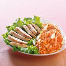 Poulet grillé et sa salade de carottes et radis râpés, sauce tapenade