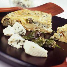 Tortilla con queso azul y  pimientos