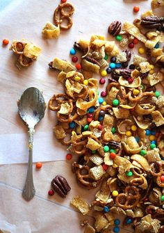 Frito Snack Mix (from @RecipeGirl Lori & @Shelly Jaronsky (cookies and cups)