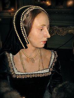 Wax figures: Anne Boleyn, Second Wife of Henry VIII, Waxwork at Warwick Castle Tudor History, British History, Dinastia Tudor, Enrique Viii, Wives Of Henry Viii, Renaissance, Warwick Castle, Tudor Dynasty, Madame Tussauds