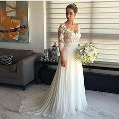Eu já devo ter postado! Mas vou postar novamente porque é muito lindo! . . . . . . . . . . #wedding#casamento#vestidodenoiva#noivinha#vestido#tradicional#elegante#noivinhaantenada#elavaicasar#noivinhaanimada#eitanoivei