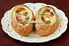Idaho Sunrise (baked eggs and bacon in potato bowls). A new way to serve breakfast for dinner! I think my kids would actually eat this, and who doesn't like things in cute potato bowls? Breakfast And Brunch, Breakfast Potatoes, Breakfast Recipes, Sunrise Breakfast, Breakfast Bowls, Breakfast Healthy, Health Breakfast, Sunday Brunch, Sunday Morning