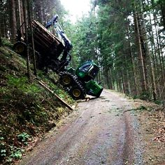 Tech Discover A little precarious situation. Logging Equipment Heavy Equipment Timber Logs Old Tractors John Deere Tractors Landrover Farm Tools Heavy Machinery Heavy Truck Old Tractors, John Deere Tractors, Logging Equipment, Heavy Equipment, Offroad, Timber Logs, Farm Tools, Heavy Machinery, Heavy Truck