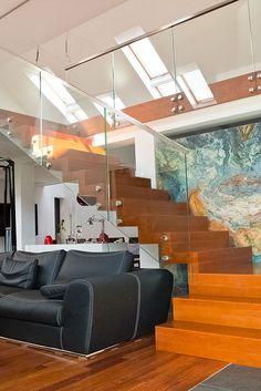 Trappa Carpet kan du kombinera med glasräcke utan räckesstolpar och du har en elegant trappa utan onödiga detaljer.