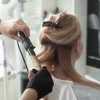 Wet Balayage Can Become Your Go-To When Highlighting Short Hair - Color - Modern Salon Cool Blonde, Bright Blonde, Blonde Color, Icy Blonde, Blonde Hair, Gray Color, Good Curling Irons, Peinados Pin Up, Maquillage Halloween