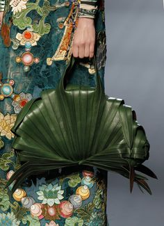 I'd definitely get me a lot of haute couture. Like this: Jean Paul Gaultier, haute couture collection, January 2010 in Paris. Leather purse that looks like wrapped banana leaves - fits the exotic motif Fashion Details, Look Fashion, Fashion Bags, Fashion Accessories, Fashion Design, Couture Fashion, Sporty Fashion, Couture Details, Feminine Fashion