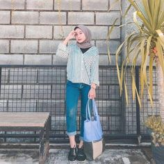 Source by nadyahood outfits hijab Modern Hijab Fashion, Street Hijab Fashion, Hijab Fashion Inspiration, Muslim Fashion, Ootd Fashion, Fashion Outfits, Hijab Casual, Ootd Hijab, Hijab Chic