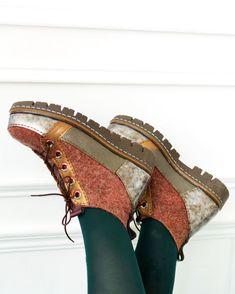«Весна, Голландия, тюльпаны...» Новая коллекция от Территории тепла! – Ярмарка Мастеров Boot Over The Knee, Felt Boots, Fancy Shoes, Felted Slippers, How To Make Shoes, Types Of Shoes, Wool Felt, Autumn Winter Fashion, Shoe Boots