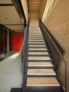 Image 21 of 36 from gallery of Whistler Ski House / Olson Kundig. Photograph by Benjamin Benschneider Modern Staircase, Staircase Design, Whistler, Jackson Hole Skiing, Ski Rental, Hallway Designs, Best Architects, Ski Chalet, House Stairs