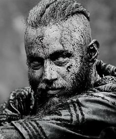 Vikings (Ragnar Lothbrok) The dirtier he is, the sexier he gets...Gotta love Ragnar <3