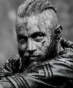 Vikings (Ragnar Lothbrok) The dirtier he is, the sexier he gets...Gotta love Ragnar <3