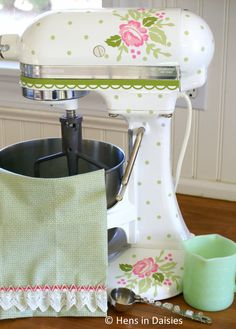 7 Valiant Clever Hacks: Shabby Chic Home Colors shabby chic background girl rooms.Shabby Chic Furniture Chairs shabby chic home colors. Cocina Shabby Chic, Muebles Shabby Chic, Shabby Chic Kitchen, Shabby Chic Style, Shabby Chic Homes, Cottage Chic, Shabby Cottage, Cottage Style, Rose Cottage