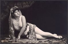 Jugendstil Epoche Artiste in Odalisque Pose