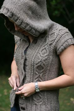 Pattern: Heather Hoodie Vest, Fall 09 Knitscene Yarn: Cascade Eco Wool, 2 balls Needles: US Addi circulars Raveled Modifications: Only did about 6 rows for the ribbing for the arms and the button band. Crochet Hoodie, Knit Jacket, Knit Crochet, Knitting Patterns Free, Knit Patterns, Free Pattern, Crochet Motifs, Hoodie Pattern, Knitting Yarn