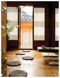 The Difference Between Modern Interiors And Traditional Interior Home Design Asian Interior, Japanese Interior, Interior And Exterior, Interior Design, Traditional Interior, Korean Traditional, Traditional House, Asian Architecture, Interior Architecture