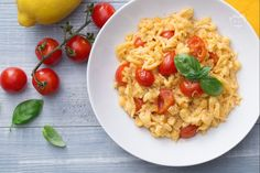 Gli spatzle pomodoro e limone sono un primo piatto gustoso e profumato, veloce…