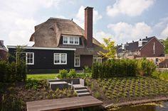 Mooie rietgedekte villa gelegen aan het water te Leusden