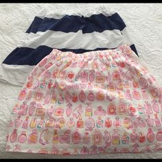 Lilly Pulitzer Navy and White Skirt Large This listing is for a Lilly Pulitzer navy and white striped skirt. It features an elastic waist and side pockets. Lilly Pulitzer Skirts