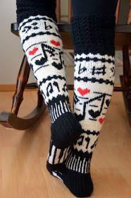 Minulla on ystävä, jolle musiikki on lähellä sydäntä. Nähdessäni nämä sukat ajattelin heti, että tuossa on hänelle sukat. Näytin hänelle ... Crochet Socks Pattern, Mittens Pattern, Knit Mittens, Knit Crochet, Knitting Wool, Fair Isle Knitting, Double Knitting, Knitting Socks, Woolen Socks