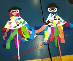 A simple play puppet made by 3 year olds As you can see, . Carnival Crafts, Kids Carnival, Carnival Costumes, Winter Crafts For Toddlers, Diy For Kids, Preschool Crafts, Craft Projects, Crafts For Kids, Theme Carnaval