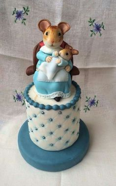 Beatrix Potter Cake Fancy Cakes, Cute Cakes, Beatrix Potter Cake, Peter Rabbit Cake, Anna Cake, Cake Competition, Animal Cakes, Character Cakes, Mouse Cake