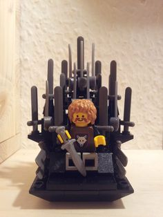 Lego Game of Thrones. That's the cutest iron throne ever. Winter Is Here, Winter Is Coming, Game Of Thrones 3, Graffiti, I Love Games, Lego Games, Iron Throne, Lego Worlds, Legos