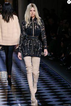Kendall Jenner - Défilé de mode Balmain collection prêt-à-porter Automne Hiver 2016/2017 lors de la fashion week à Paris, le 3 mars 2016.  Catwalk - Balmain show as part of the Paris Fashion Week Womenswear Fall Winter 2016/2017 on March 3rd, 2016 in Paris, France.03/03/2016 - Paris