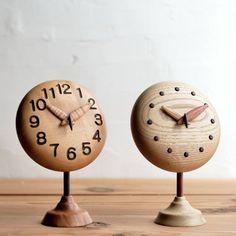 ~ぷっくりキュートな置き時計~ 文字盤や針の木の種類が選べるカスタムオーダーメイド手作り木製時計です ~~~~~~~~~~~~~~~~~~~~~~~~~~~~~~~~~~~ 選択項目 本体のデザイン:ぷっくりorフラット 本体の木の種類:ケヤキ・イスノ...
