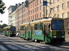 Nelonen Mannerheimintiellä Kisahallin kohdalla matkalla Munkkiniemeen. Trams on Mannerheimintie, Helsinki 2004.