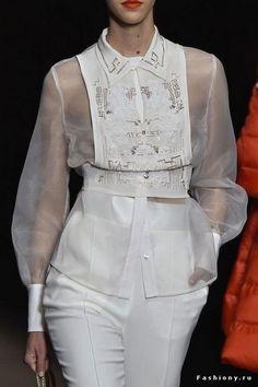 Elisabetta Franchi at Milan Fashion Week Fall 2015 - Details Runway Photos Fashion 2017, Runway Fashion, Fashion Show, Fashion Outfits, Womens Fashion, Fashion Tips, Fashion Trends, Milan Fashion, Mode Stage